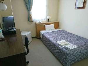 シングルルーム(セミダブルサイズのベッドです)