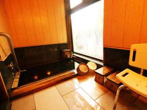 【貸切風呂】 檜の香りが漂いゆっくりと源泉かけ流し温泉が楽しめる貸切風呂♪