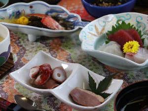 【お料理】季節の旬の食材もしっかり活かされた料理。