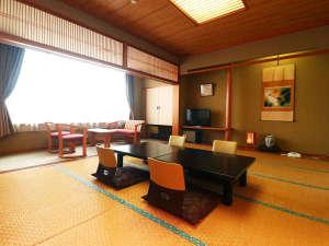 【一般客室】和室12畳 くつろぎ・ひときわ。旅の心を和ませる落ち着いた空間です。