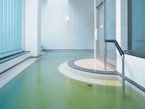 温泉露天風呂で旅の疲れを癒してください。