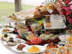 ブッフェレストランハプナの朝食ブッフェでは、日本・西洋料理全55品以上をお楽しみ頂けます。