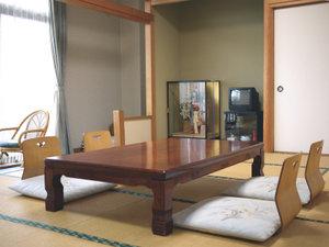 *落ち着いた雰囲気の和室をご用意しています。
