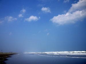 *サーファーに人気の九十九里浜・白里中央海岸は当荘より徒歩3分
