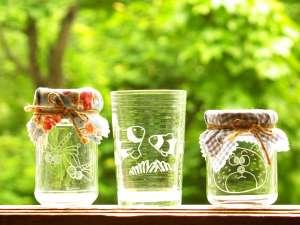 グラスアートやタイルコースターなど体験メニューも人気です