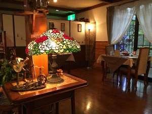 雰囲気ある1階食堂で好評のディナーをどうぞ♪