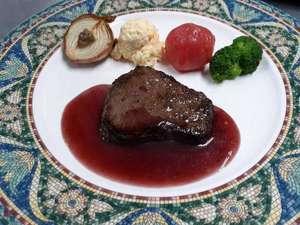 栃木県産牛のステーキ 赤ワインソース彩り付け合わせと共に