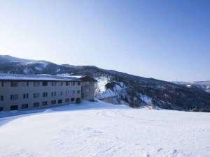 万座温泉スキー場:ホテルの前がゲレンデなので、アクセスも楽々♪