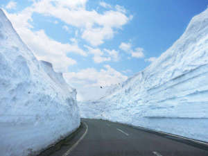 雪の回廊(4月20日開通予定)