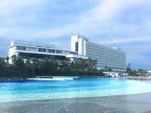海側からのホテル。