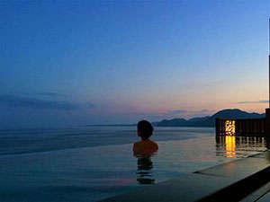 最上階7階 絶景露天風呂「蒼空Sora」空と海に包まれた別世界