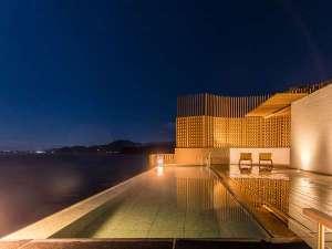 最上階7階の女性露天風呂、夜は満天の星空と海風が心地よい時間を演出します