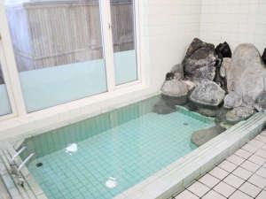 【男性浴場】温泉ではございませんが、足を伸ばしてゆっくりとお寛ぎいただけます。