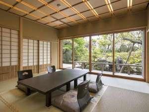 離れ客室。日本庭園に囲まれた広々とした和室になります。離れは、一部屋のみご用意しております。