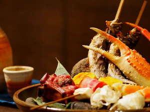 『山海焼大皿盛』海の幸、山の幸を盛り込んだ当宿自慢のお料理が楽しめるのは『まんきつ膳』です