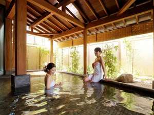 自家源泉100%かけ流しにこだわった大浴場は露天風呂と併設しており、一度で二度楽しめます♪
