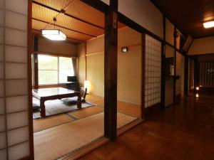 【客室】古民家ですので、客室の入り口は襖です。