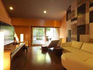 【露天風呂付コテージ】メゾネットタイプの室内は余裕の広さで、快適さと確かな寛ぎをお約束(客室一例)