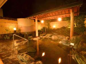 夜は23時までご利用頂けます。泉質はアルカリ性単純硫黄泉で美人の湯です。