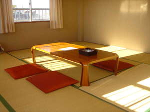 広くてキレイなお部屋です。和室なので、ゆっくりくつろげます。