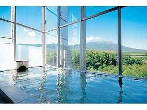 眺望抜群!宿泊専用展望風呂(男湯) 南部富士「岩手山」と一帯の牧野の絶景が広がります
