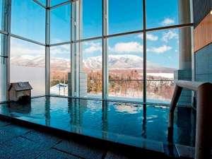 展望風呂(男湯) 冬の岩手山の絶景を眺めながらの湯浴みは格別♪