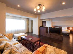 【大正ロマン ツインルーム】展望風呂がない分、広くお部屋をお使い頂けるスタンダードタイプ。