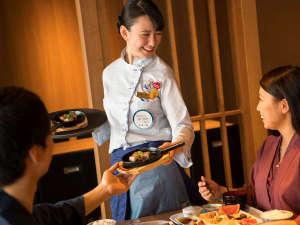 【青函市場一例】ご注文頂いてから出来立てをお席にお持ちするデリバリーフードサービスも。