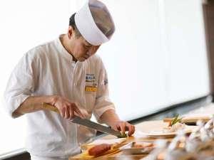 【和食料理長・柴田】熟練の料理人が繊細な技術を駆使した、すし会席をお楽しみ下さい。