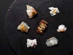 【青函市場一例】鯛、マダイ、ブリ、タコを2種の味付けで食べ比べに。(内容は季節により変更)