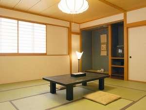 津軽の名峰「岩木山」を望む和室