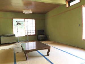 *和室/日当たりの良い、2面採光のお部屋もございます。人気なのはトイレ付、日当たりの良いお部屋♪