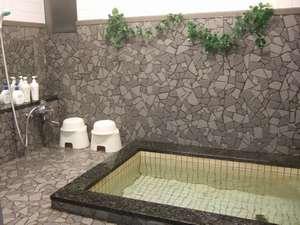 ご家族皆様でご利用できる無料の貸切風呂。館内に2ヶ所あります。お1人様のご利用ももちろんOK。