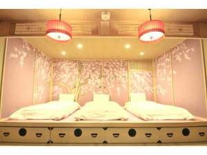 華:シングルベッド3台&ソファーベッド1台