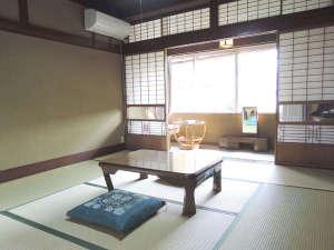 *【和室8畳】落ち着いた雰囲気のお部屋。バス・トイレは共同になります