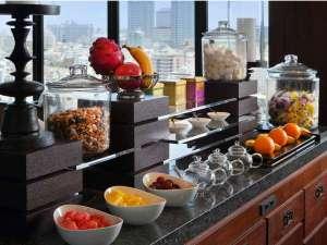 【クラブラウンジ】高層階からの景色を眺めながら、朝食やカクテルタイムをお楽しみいただけます