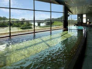 ■【大浴場】大きな窓からは太平洋が一望!こころも癒やされる温泉です