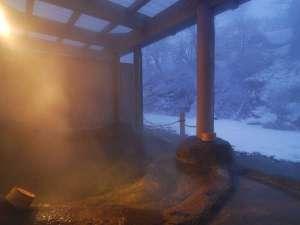 露天風呂「桂の湯」夕暮れの雪景色