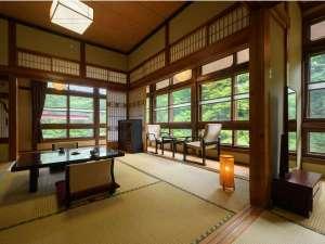 【木造本館・こだわり部屋】広々とした空間で自然の癒しを感じる一時を