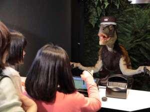 お子様も大喜び!フロントでは恐竜がお出迎え☆