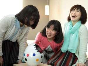 【客室】卵型ロボットタピア君。たくさん話しかけてください。
