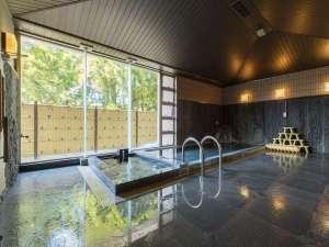 【大浴場】高千穂のご神水を使った柔らかなお湯が溢れる