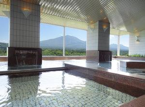 13階展望大浴場『シ・フォン』:広い内湯とジャグジーでリラックス。サウナ・かぶり湯などもご用意。