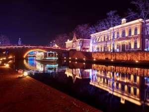 運河などが美しい光に照らされ、幻想的な空間に・・・