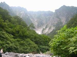 新緑の谷川岳一の倉沢