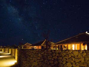 高い建物も山もない小さな島からは、プラネタリウムのような星空が見渡せます。