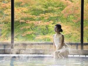 【大浴場 大観の湯】源泉100%かけ流し。大きな窓からは季節の移ろいをお楽しみいただけます