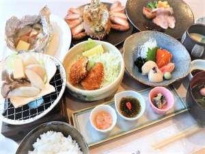 夕食毛蟹付プラン:ぎっしりと身の詰まった雄武産の毛蟹を食べやすくカットして提供しております。