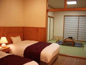 【和洋室33㎡】ベッドは寝心地抜群のシモンズ社製です。広々ゆったりとお寛ぎください。