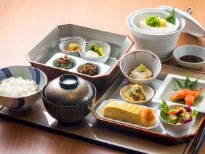 【和朝食】京野菜を使用した和朝食は、少しずつ色々なお料理をお楽しみいただけます